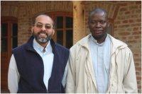 Balról Madassery Sebastian atya Indiából és az újmisés Tengan Sebastian atya Ghánából